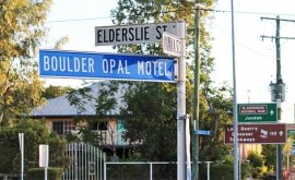 Boulder Opal Motor location-sign